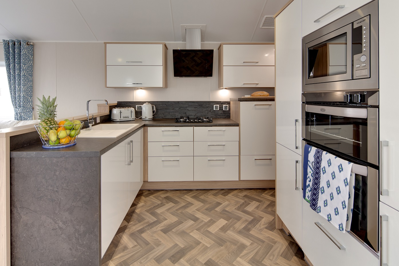 Willerby Linear available at ideal caravans Lodge specification Large Image 3