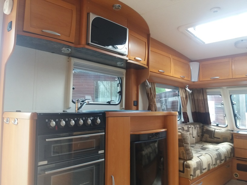 Lunar Clubman ES: Used Touring Caravans for Sale, Clifton, Morpeth Large Image 2