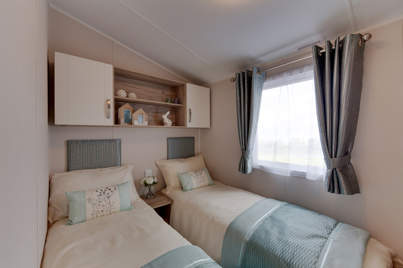 Willerby Skye: Static Caravans and Holiday Homes for Sale on Caravan Parks, Bamburgh, Northumberland Image 4